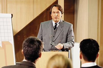 إلقاء خطاب أمام الجمهور