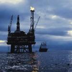 النفط يرتفع لليوم الثاني بفعل توقعات المعروض وبيانات صينية