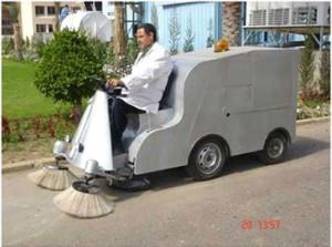 سيارة مصرية لكنس الطرق