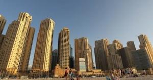 رغم أن دبي ما زالت تعتبر موطناً للفنادق الفاخرة والعقارات الراقية، إلا أن قطاع العقارات تأذى كثيراً بسبب أزمة الركود الاقتصادي التي ضربت الإمارة الخليجية قبل عدة سنوات، ما تسبب بخسائر بلغت قيمتها مليارات الدولارات.