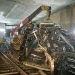 الانتهاء من رفع العربة التانية لقطار العباسية المحطم