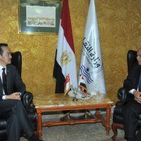 جلال سعيد مع وزير التجارة والصناعة  السنغافورى