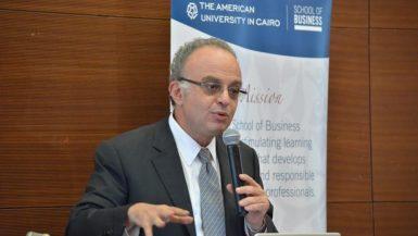 شريف سامي رئيس الهيئة العامة للرقابة المالية بندوة الجامعة الأمريكية
