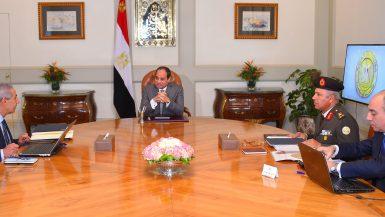 اجتمع الرئيس عبد الفتاح السيسي صباح اليوم بالمهندس طارق قابيل وزير التجارة والصناعة، و اللواء كامل الوزير رئيس الهيئة الهندسية للقوات المسلحة.