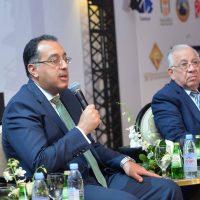 وزير الإسكان مع مهندس حسن عبدالعزيز