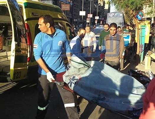 نقل جثة الفتاة من امام محطة مترو الدقي