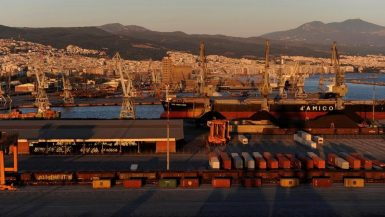 منظر لميناء سالونيك في اليونان يوم 16 أغسطس آب 2016. تصوير: الكسندروس أفراميديس - رويترز