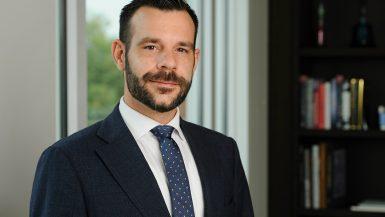 جوليين لافارج، نائب محلل استراتيجيات الأسهم الأوروبية في بنك جي بي مورجان الخاص