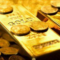 الذهب يرتفع بدعم تراجع الدولار وعزوف المستثمرين عن المخاطرة