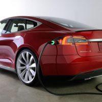 تيسلا للسيارات الكهربائية