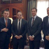 محمد فريد رئيس البورصة مع الوفد السويدي