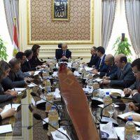رئيس الوزراء خلال اجتماعه بوزيرة التخطيط