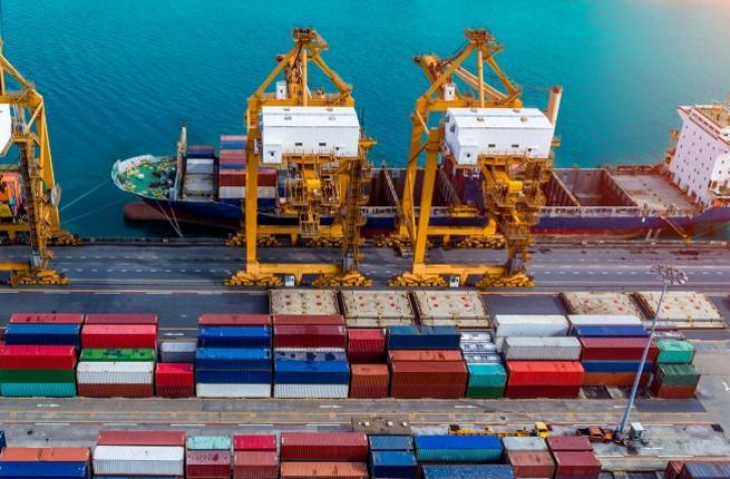 صادرات الصناعات النسيجية خلال شهراً-2.7