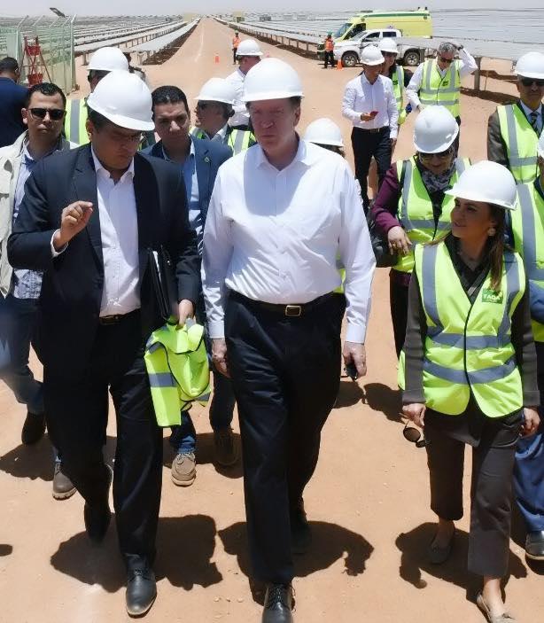 رئيس مجموعة البنك الدولي ديفيد مالباس بصحبة الدكتورة سحر نصر وزيرة الاستثمار في بنبان