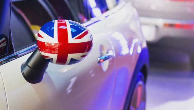 تواصل السيارات البريطانية سباق المنافسة
