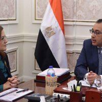 وزيرة التخطيط هالة السعيد و رئيس الوزراء