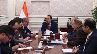 الدكتور مصطفى مدبولى رئيس مجلس الوزراء خلال اجتماعه مع وزير التموين على المصيلحى