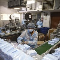 الصناعة ؛ المصانع ؛ المشروعات الصغيرة ؛ فيروس كورونا ؛ المستلزمات الطبية ؛ الكمامات