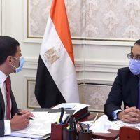 مصطفى مدبولى رئيس مجلس الوزراء و محمد عبد الوهاب رئيس الهيئة العامة للاستثمار