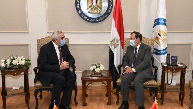 طارق الملا وزير البترول والثروة المعدنية مع سفير العراق بالقاهرة الدكتور أحمد نايف الدليمي