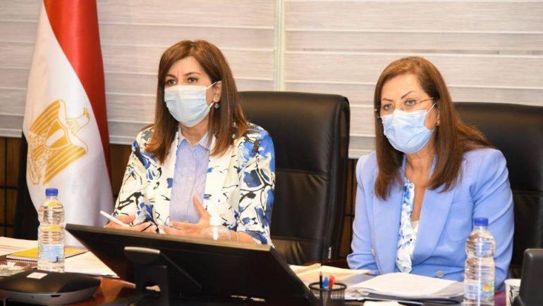 هالة السعيد وزيرة التخطيط و نبيلة مكرم وزيرة الهجرة