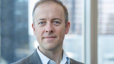 ديريك براور محرر الطاقة في صحيفة فاينانشيال تايمز
