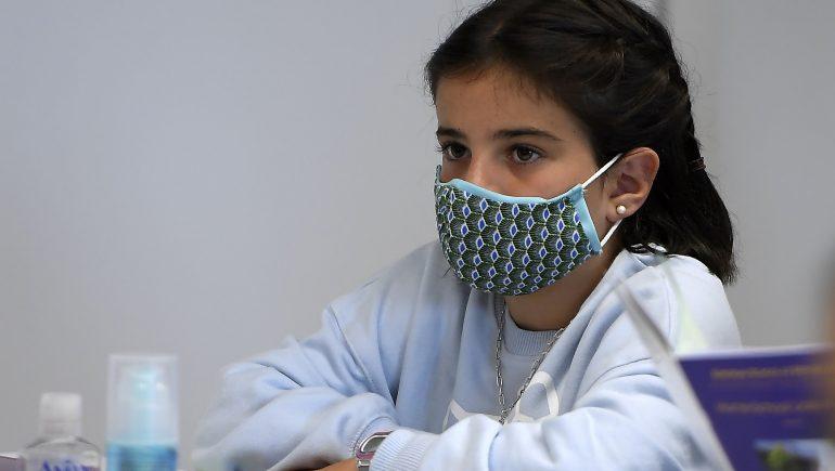 مستلزمات الوقاية الطبية ؛ التلاميذ ؛ المدارس