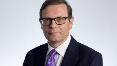 """جون ثورنهيل محرر قطاع التكنولوجيا في صحيفة """"فاينانشيال تايمز"""" البريطانية"""